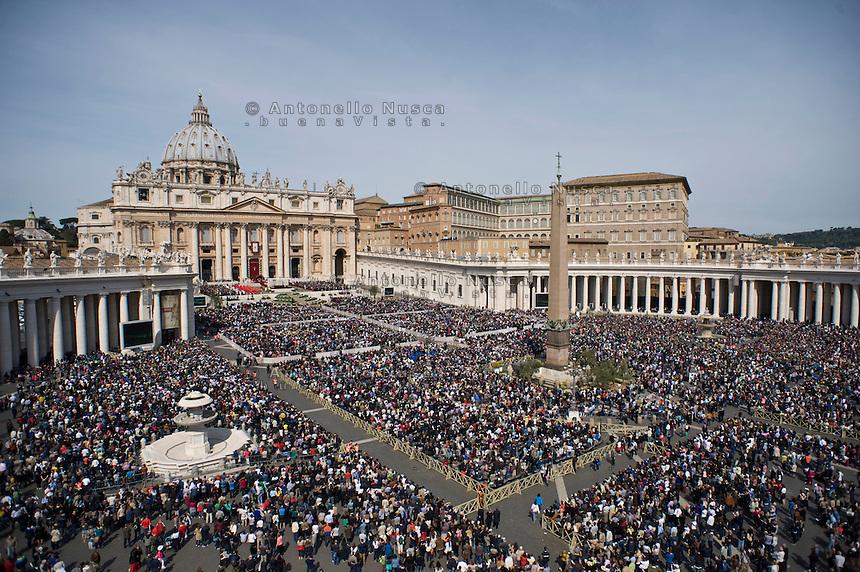 Città del Vaticano, 13 Aprile, 2014. Una veduta panoramica della Basilica di San Pietro. Panoramic view of Saint Peter Basilica