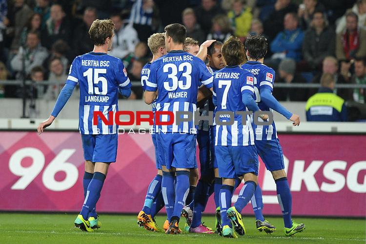 04.10.2013, HDI Arena, Hannover, GER, 1.FBL, Hannover 96 vs Hertha BSC, im Bild Jubel bei Hertha nach dem Ausgleich<br /> <br /> Foto &copy; nph / Frisch