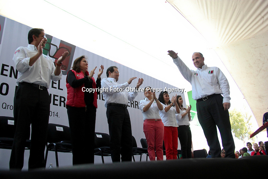 Quer&eacute;taro, Qro. 26 enero 2014. El senador Enrique Burgos Garcia, fue el encargado de tomar protesta al nuevo dirigente del movimiento territorial en el estado de Quer&eacute;taro. <br /> <br /> Foto: Obture Press Agency.