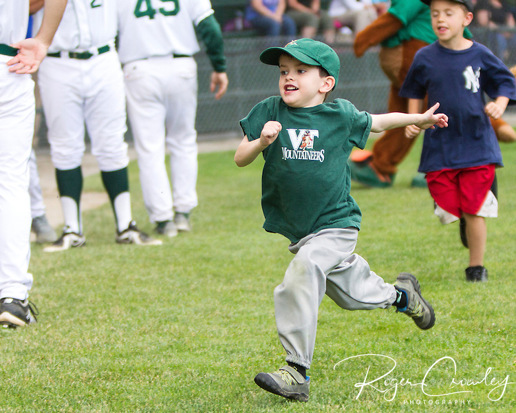 The Vermont Mountaineers dropped a 13-inning game, 5-2, to the Plymouth Pilgrims at Montpelier Recreation Field.
