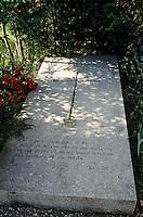 Europe/France/89/Yonne/Vézelay: Cimetière - Détail de la tombe de Maurice Clavel
