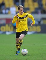 Fussball, 2. Bundesliga, Saison 2011/12, SG Dynamo Dresden - FC Energie Cottbus, Sonntag (11.12.11), gluecksgas Stadion, Dresden. Dresdens David Solga am Ball.