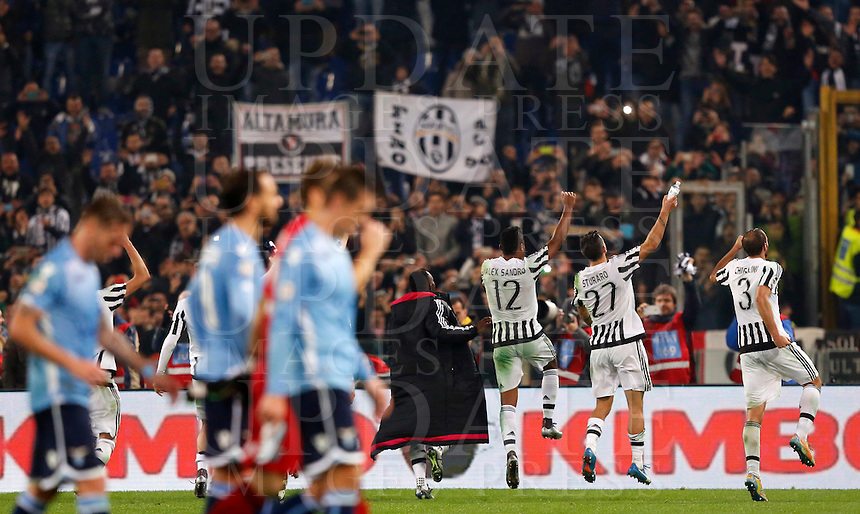Calcio, Serie A: Lazio vs Juventus. Roma, stadio Olimpico, 4 dicembre 2015.<br /> Juventus players greet fans as Lazio players, foreground, leave the pitch at the end of the Italian Serie A football match between Lazio and Juventus at Rome's Olympic stadium, 4 December 2015. Juventus won 2-0.<br /> UPDATE IMAGES PRESS/Riccardo De Luca