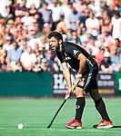 BLOEMENDAAL   - Hockey -  2e wedstrijd halve finale Play Offs heren. Bloemendaal-Amsterdam (2-2) . Valentin Verga (A'dam)   COPYRIGHT KOEN SUYK