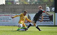 WS LAUWE - RC LAUWE :<br /> Jordy Dewilde (R) en Karim Tajeddine (L) in een fel duel om de bal<br /> <br /> Foto VDB / Bart Vandenbroucke