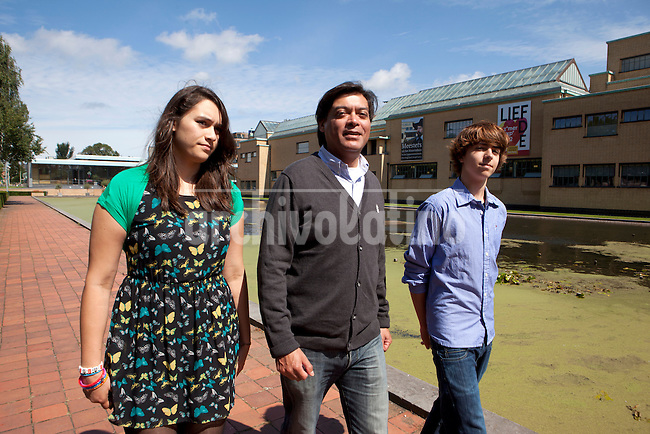 Enrique Bravo-Valdes and his family (Valentina Bravo(Daughter) and Maziar Jarvis) walking at the Museon, one of the major attraction in the Hague. Foto: Jan-Joseph Stok..