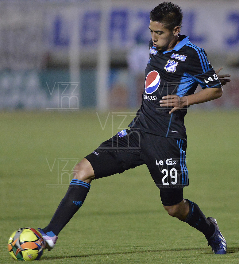 TUNJA -COLOMBIA, 06-02-2014. Daniel Torres de Millonarios en acción durante el encuentro entre Boyacá Chicó y Millonarios en la fecha 3 Liga Postobón I 2014 realizado en el estadio La Independencia en Tunja./ Daniel Torres player of Millonarios in action durig the match between Boyaca Chico and Millonarios during 3rd date of Postobon  League I 2014 played at La Independencia stadium in Tunja. Photo: VizzorImage/ Gabriel Aponte /Staff
