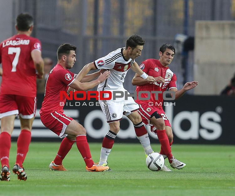 EM 2015 Qualifikationsspiel, Gibraltar vs. Deutschland<br /> Mesut &Ouml;zil (Deutschland), Jean Carlos Garcia (Gibraltar)<br /> <br /> <br /> Foto &copy; nordphoto /  Bratic