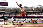Engeland, London, 4 Augustus 2012.Olympische Spelen London.Meerkampster  (Britse) Jessica Ennis in actie op het onderdeel verspringen op de Olympische Spelen in Londen 2012.