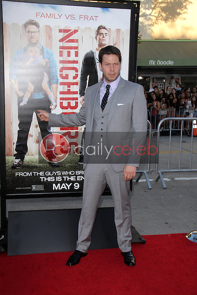 Ike Barinholtz<br />