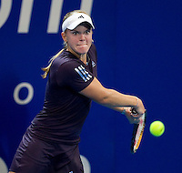 Melanie Oudin (USA) against Sorana Cirstea (ROM) in the Group A match bewteen USA and Romainia. Oudin (USA) beat Cirstea (ROM) 6-2 6-3..International Tennis - Hyundai Hopman Cup XXII - Thur 07 Jan 2010 - Burswood Dome - Perth - Australia ..© Frey - AMN Images, 1st Floor Barry House, 20-22 Worple Road, London, SW19 4DH