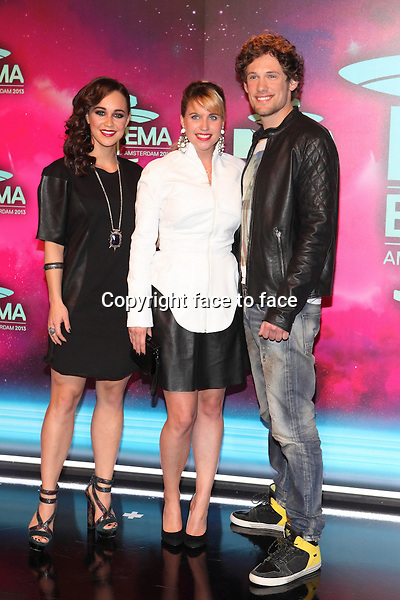 AMSTERDAM - Anouk Maas, Iris Hesseling en Bart Boonstra at the MTV Europe Music Awards 2013 at the Ziggodome in Amsterdam.<br />