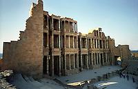 """Libia  Sabratha .Città  romana a circa 67km da Tripoli.Teatro Romano, il fondale """"Scaenae frons"""" a tre ordini.Sabratha Libya.Roman city about 67km from Tripoli.Roman Theatre,  the seabed """"scaenae frons"""" three orders"""