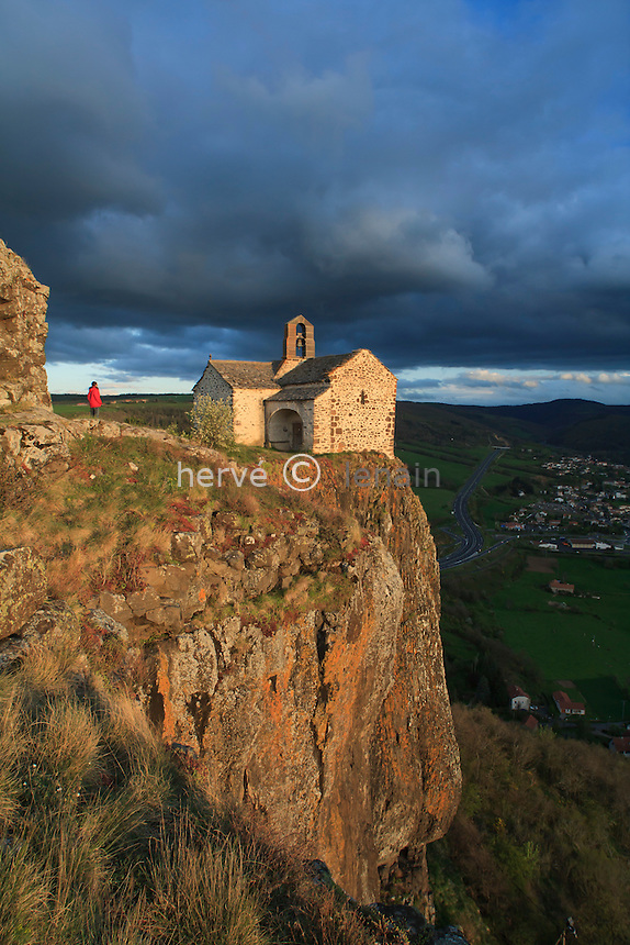 France, Cantal (15), Massiac, chapelle Sainte-Madeleine le soir // France, Cantal, Massiac, Chapel of St. Madeleine in the evening