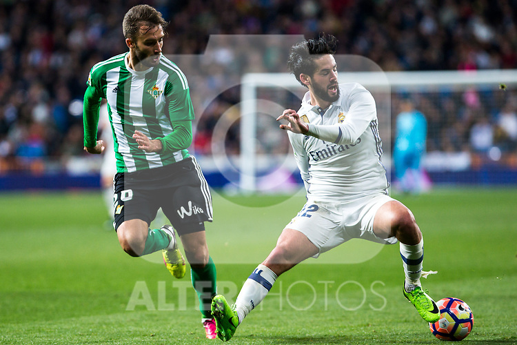 German Pezzella of Real Betis competes for the ball with Isco Alarcon of Real Madrid  during the match of Spanish La Liga between Real Madrid and Real Betis at  Santiago Bernabeu Stadium in Madrid, Spain. March 12, 2017. (ALTERPHOTOS / Rodrigo Jimenez)