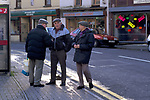 'MOUNTAIN ASH - WALES', LIVING ON BENEFIT. OXFORD ST. THE MAIN STREET IN  MOUNTAIN ASH. UNEMPLOYED MEN OUT SHOPPING, 1998