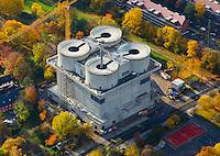 Energiebunker Wilhelmsburg: EUROPA, DEUTSCHLAND, HAMBURG, (EUROPE, GERMANY), 19.10.2012: Der ehemalige Flakbunker in Wilhelmsburg soll ein Symbol des Klimaschutzkonzeptes Erneuerbares Wilhelmsburg werden. Das seit Kriegsende ungenutzte Monument soll nun mit einem Biomasse-Blockheizkraftwerk, einem Wasserspeicher sowie einer Solarthermieanlage ausgestattet werden und Warmwasser und Heizwaerme fuer die Wohnungen des Weltquartiers erzeugen.