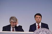 Roma, 18 Maggio 2015.<br /> Giuliano Poletti, Matteo Renzi.<br /> Conferenza stampa a Palazzo Chigi al termine del Consiglio dei Ministri sul decreto per i rimborsi delle pensioni.