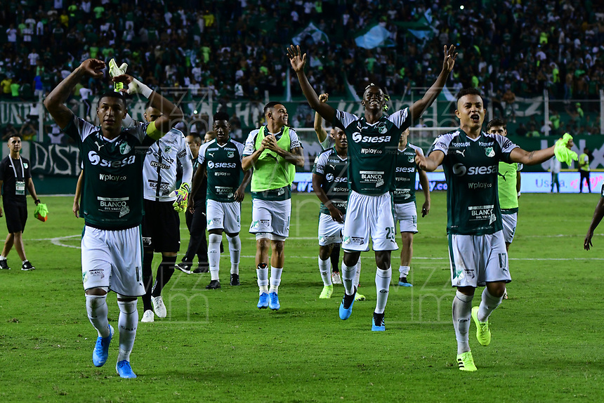 PALMIRA - COLOMBIA, 06-10-2019: Jugadores del Cali celebran después del partido entre Deportivo Cali y América de Cali por la fecha 15 de la Liga Águila II 2019 jugado en el estadio Deportivo Cali de la ciudad de Palmira. / Players of Cali celebrate after match between Deportivo Cali and America de Cali for the date 11 as part Aguila League II 2019 played at Deportivo Cali stadium in Palmira city. Photo: VizzorImage / Nelson Rios / Cont