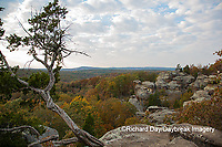63895-14404 Camel Rock in fall at Garden of the Gods Recreation Area, Shawnee National Forest, IL