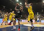 14.04.2018, EWE Arena, Oldenburg, GER, BBL, EWE Baskets Oldenburg vs s.Oliver W&uuml;rzburg, im Bild<br /> unter dem Korb<br /> Maxime DeZEEUW, Rasid MAHALBASIC (EWE Baskets Oldenburg #12, #24)<br /> Owen KLASSEN (s.Oliver W&uuml;rzburg #4 )<br /> Foto &copy; nordphoto / Rojahn