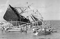 - Mozambique, abandoned ships destroyed during the civil war on the beach of Beira ( region of Sofala )<br /> <br /> - Mozambico navi abbandonate distrutte durante la guerra civile sulla spiaggia di Beira ( regione di Sofala )