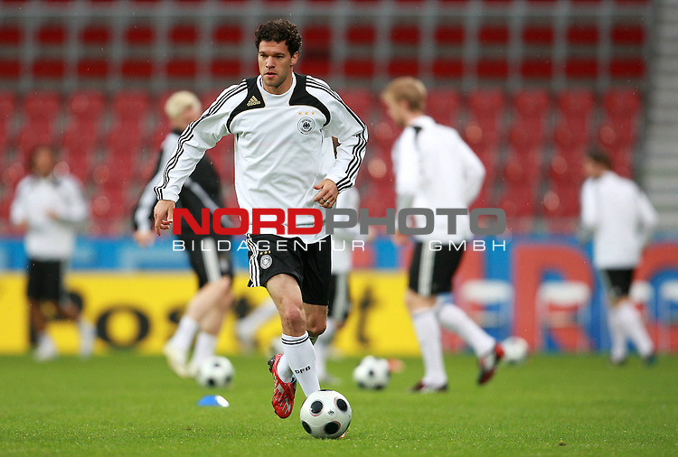 UEFA Euro 2008 Group B Klagenfurt - W&ouml;rthersee Match Abschlusstraining Deutschland Stadion Woerthersee<br /> <br /> Michael Ballack (Germany / Mittelfeldspieler / Midfielder /  Chelsea London #13) <br /> <br /> <br /> Foto &copy; nph (  nordphoto  )<br /> <br /> <br /> <br />  *** Local Caption ***