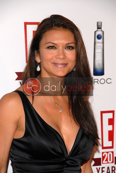 Nia Peeples<br />