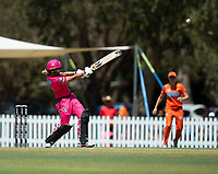 24th November 2019; Lilac Hill Park, Perth, Western Australia, Australia; Womens Big Bash League Cricket, Perth Scorchers versus Sydney Sixers; Erin Burns of the Sydney Sixers plays a pull shot - Editorial Use