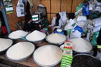 LAOS Vientiane, Markt, Verkauf von verschiedenen Reissorten | .LAOS Vientiane market shop with different rice varieties