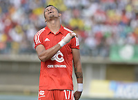 TURBO - COLOMBIA -10-05-2015: Ayron del Valle jugador de América de Cali lamenta fallar un gola durante el encuentro con Leones FC por la fecha 13 del Torneo Aguila 2015 jugado en el estadio John Jairo Trellez de la ciudad de Turbo./ Ayron del Valle player of America de Cali regrets fail a goal during the match agaisnt Leones FC for the 13th date of Aguila Tournament 2015 played at John Jairo Trellez stadium in Turbo city. Photo: VizzorImage / Gabriel Aponte / Staff