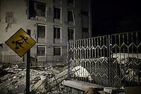 L'aquila, Abruzzo, Italia. 07.04.2009. Restene av en boligblokk i sentrum av byen. Klokken 03:32 den 6 april 2009. Et jordskjelv som måler 6.3 ryster byen. 309 mennesker mister livet. Fem år senere sliter de som overlevde fortsatt med etterskjelvene, i form av en guffen cocktail av uærlige offentlige tjenestemenn, mafia og 494 millioner øremerkede euro på avveie. Fotografier til bruk i feature i DN lørdag 05.04.2014. Foto: Christopher Olssøn.