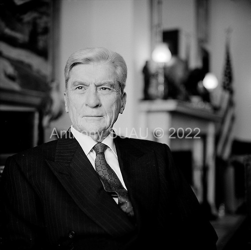 Washington DC.District of Columbia.USA.January 29, 2007..Republican Senator John Warner from Virginia is the ranking Republican on the Senate Armed Services Committee and he opposes President Bush's plan of sending more troops to Iraq. Photographed in the hallways of the Russell building.....