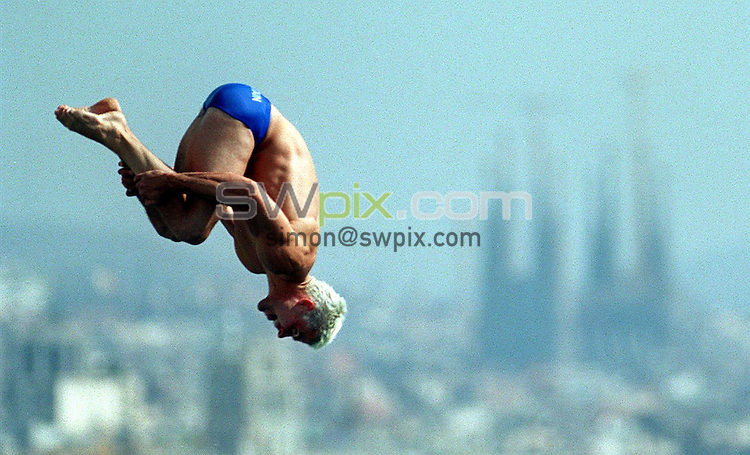 Pix: Matthew Lewis/SWpix.com. Diving. 10th Fina World Championships 2003, Barcelona. 20/07/2003...COPYRIGHT PICTURE>>SIMON WILKINSON>>01943 436649>>..Great Britain's Leon Taylor.