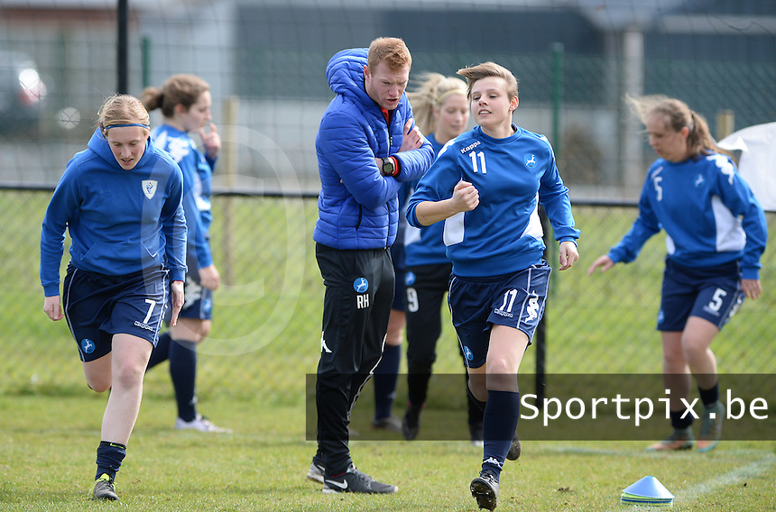 20160328 - Zwevezele , BELGIUM : Turnhout's coach Raf Hannes (middle) pictured with Julie Adriaensen (7)  and Jasmien Schoofs (11) during the soccer match between the women teams of Voorwaarts Zwevezele and FC Turnhout  , on the 20th matchday of the Belgian Third division for Women on Saturday 28 th March 2016 in Zwevezele .  PHOTO SPORTPIX.BE DAVID CATRY