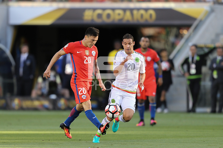 Santa Clara, CA - Saturday June 18, 2016: Charles Aranguiz, Jesus Duenas during a Copa America Centenario quarterfinal match between Mexico (MEX) and Chile (CHI) at Levi's Stadium.