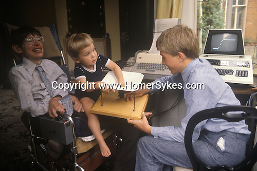STEPHEN HAWKING WITH CHILDREN CAMBRIDGE 1980S ENGLAND ...