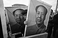 11 Nov 1971 --- Supporters brandish posters of Chairman Mao to welcome 46 delegates from the People's Republic of China arriving at JFK airport. On October 25, 1971 the United Nations General Assembly admitted the People's Republic of China as a U.N. and permanent member of the Security Council, expelling the Republic of China (or nationalist Taiwan). --- Image by © JP Laffont