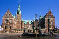 Denmark, Zealand, Hillerod: Frederiksborg Castle with fountain | Daenemark, Insel Seeland, Hilleroed: Schloss Frederiksborg mit Brunnen