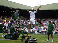 WIMBLEDON CHAMPIONSHIPS 2001 08/07/01 MENS SEMI-FINALS TIM HENMAN (GREAT BRITAIN)  GOES OFF AFTER LOSING MATCH TO GORAN IVANISEVIC (CROATIA) WHO CELEBRATES PHOTO ROGER PARKER