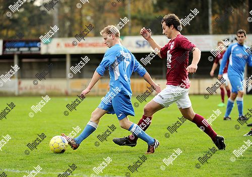 2015-11-08 / Voetbal / seizoen 2015-2016 / Zwaneven FC - Sint-Jozef / Kevin Donckers (l. St-Jozef) met Timo Brys<br />