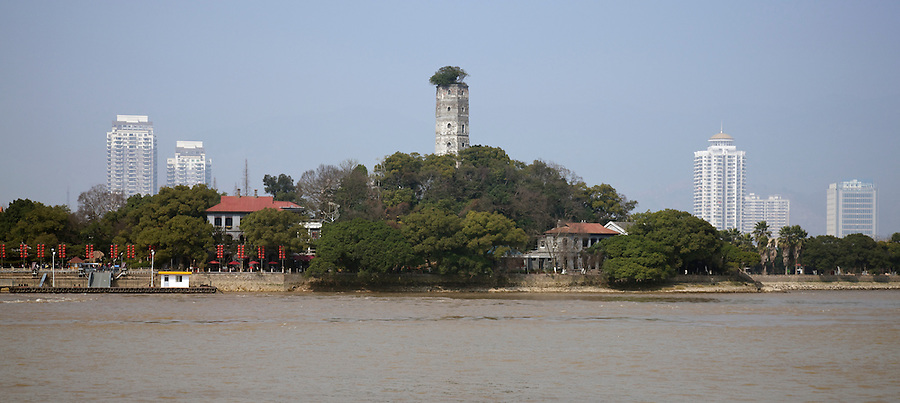Customs Residences (Right) And British Consulate (Left) Under The East Pagoda On Jiangxin Island, Wenzhou (Wenchow).