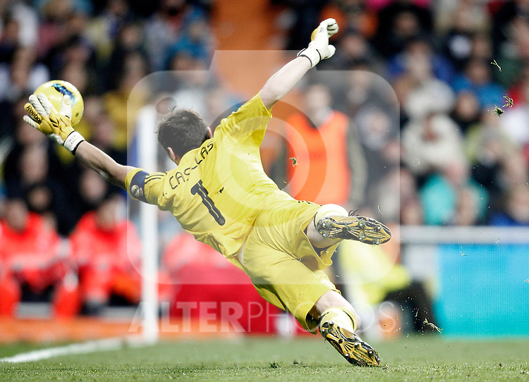 Real Madrid's Iker Casillas during La Liga Match. December 11, 2011. (ALTERPHOTOS/Alvaro Hernandez)