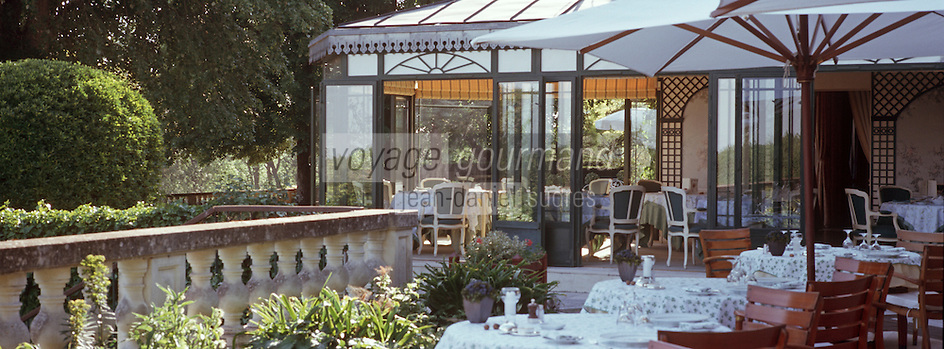 """Europe/France/Pays de la Loire/49/Maine et Loire /Briollay: Hotel Restaurant Relais et château """"Chateau de Noirieux"""" - la terrasse et la véranda"""