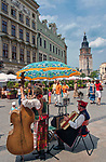 Muzycy w regionalnych strojach na ulicy Grodzkiej w Krakowie.<br /> Musicians in regional costumes on Grodzka Street in Krakow.