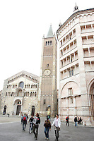 La Cattedrale di Parma, sulla sinistra, e il Battistero.<br /> The Cathedral of Parma, at left, and the Baptistery.<br /> UPDATE IMAGES PRESS/Riccardo De Luca