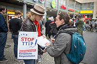 """Am Samstag den 11. Oktober 2014 protestierten europaweit Menschen gegen das geplante Freihandelsabkommen zwischen den USA und der EU, TTIP. Sie sammelten, trotz der Ablehnung der Europaeischen Kommission Unterschriften fuer die europaeische Buergerinitiative gegen TTIP (im Bild). Die europaeische Buergerinitiative will mit der Unterschriftensammlung ein Volksbegehren gegen TTIP initiieren. Das umstrittene Freihandelsabkommen beinhaltet u.a. Sondergerichte fuer Konzerne, die ausserhalb der Gerichtsbarkeit der europaeischen Laender stehen, einne Absenkung der Umwelt-, Verbraucherschutz- und Datenschutzstandards auf US-Niveau und auch die massenhafte Einfuhr von gentechnisch manipulierten Lebensmitteln.<br /> In Berlin-Prenzlauerberg wurde die Unterschriftensammlung mit einem satirischen Theaterstueck der """"Tea-Tip-Party Deutschland"""" begleitet. Motto des Stueckes """"Trinken Sie mit uns, denn wir haben einen Grund zum Feieren! - Sie nicht, aber das ist egal.""""<br /> Links im Bild: Gerlinde Schermer, SPD-Berlin.<br /> 11.10.2014, Berlin<br /> Copyright: Christian-Ditsch.de<br /> [Inhaltsveraendernde Manipulation des Fotos nur nach ausdruecklicher Genehmigung des Fotografen. Vereinbarungen ueber Abtretung von Persoenlichkeitsrechten/Model Release der abgebildeten Person/Personen liegen nicht vor. NO MODEL RELEASE! Don't publish without copyright Christian-Ditsch.de, Veroeffentlichung nur mit Fotografennennung, sowie gegen Honorar, MwSt. und Beleg. Konto: I N G - D i B a, IBAN DE58500105175400192269, BIC INGDDEFFXXX, Kontakt: post@christian-ditsch.de<br /> Urhebervermerk wird gemaess Paragraph 13 UHG verlangt.]"""