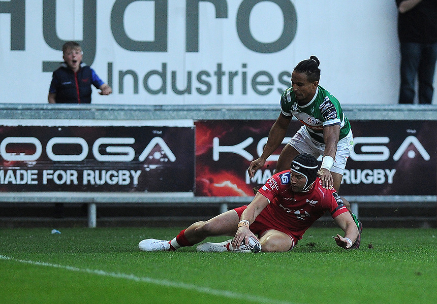 Scarlets' DTH Van Der Merwe scores his sides first try<br /> <br /> Photographer Ashley Crowden/CameraSport<br /> <br /> Guinness PRO12 Round 19 - Scarlets v Benetton Treviso - Saturday 8th April 2017 - Parc y Scarlets - Llanelli, Wales<br /> <br /> World Copyright &copy; 2017 CameraSport. All rights reserved. 43 Linden Ave. Countesthorpe. Leicester. England. LE8 5PG - Tel: +44 (0) 116 277 4147 - admin@camerasport.com - www.camerasport.com