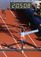 Nederland - Amsterdam - 2017 . De Marathon van Amsterdam.  De 42e editie werd gewonnen door de Keniaan Lawrence Cherono .  Foto Berlinda van Dam / Hollandse Hoogte