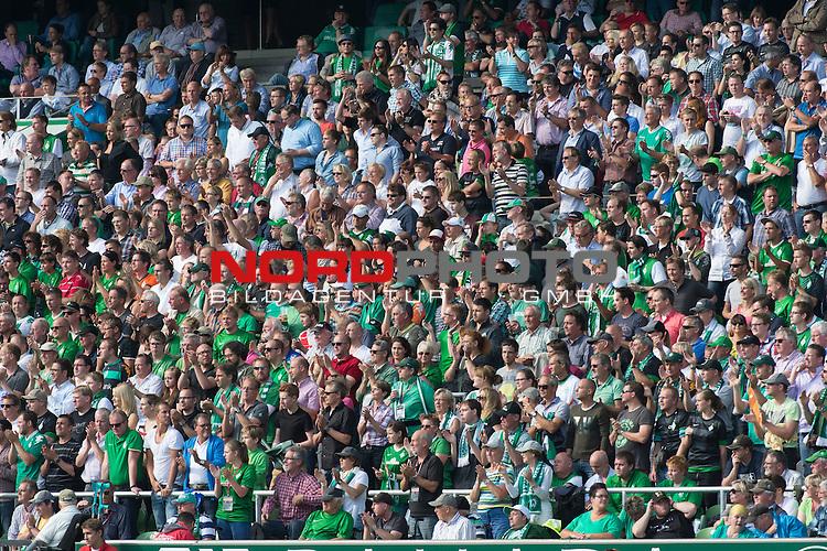 17.08.2013, Weser Stadion, Bremen, GER, 1.FBL, Werder Bremen vs FC Augsburg, im Bild<br /> <br /> Steht auf wenn ihr Werder seit # Fans <br /> <br /> Foto &copy; nph / Kokenge